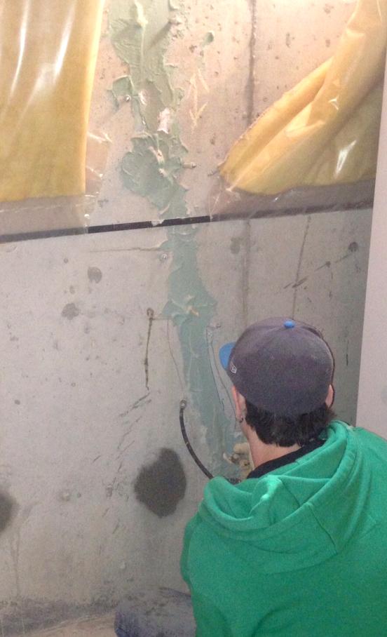 New forte Waterproofing WORKER INTERIOR CRACK